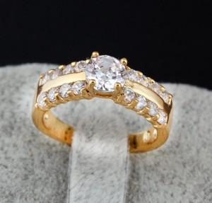 Восхитительное женское кольцо с фианитами, покрытое слоями арабского золота купить. Цена 200 грн