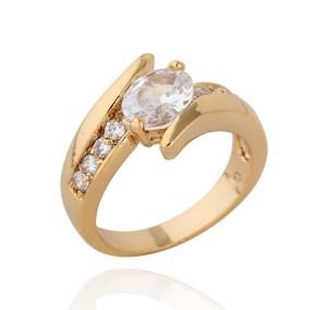 Изысканное позолоченное кольцо с бесцветным камнем (цирконом) овальной формы купить. Цена 175 грн