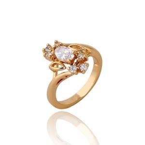 Абстрактное кольцо с фианитами, покрытое 18-ти каратным золотым напылением купить. Цена 185 грн