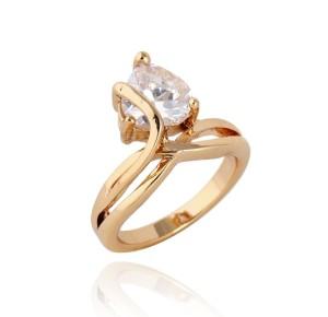 Модное кольцо с прозрачным камнем в форме сердца и золотым покрытием фото. Купить