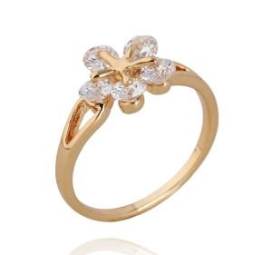 Прикольное кольцо в форме цветка из белых фианитов, покрытое слоями позолоты фото. Купить