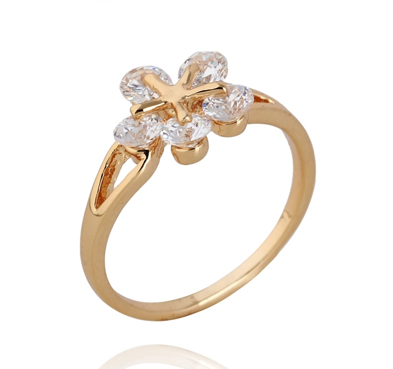 Прикольное кольцо в форме цветка из белых фианитов, покрытое слоями позолоты купить. Цена 160 грн