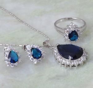 Очаровательный комплект «Симфония» с серьгами, кольцом и кулоном с синими цирконами и платиновым покрытием купить. Цена 530 грн или 1660 руб.