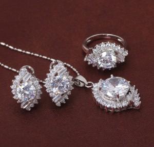 Эксклюзивный набор «Королева Марго» с платиновым покрытием и прозрачными цирконами купить. Цена 470 грн или 1470 руб.