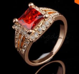 Квадратное кольцо «Баронесса» с камнем красного цвета и стразами купить. Цена 125 грн