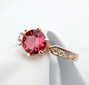 Изумительное кольцо «Шпинель» (бренд-ITALINA) с малиновым камнем Сваровски и золотым напылением купить. Цена 199 грн