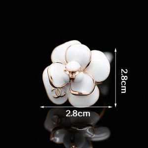 Великолепное кольцо «Орхидея Chanel» (бренд-ITALINA) с белой эмалью и золотым напылением, без камней фото 1