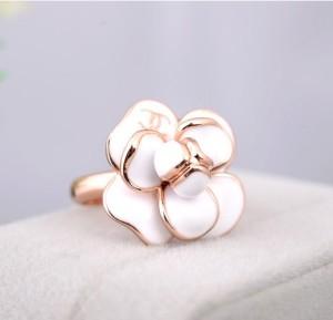 Великолепное кольцо «Орхидея Chanel» (бренд-ITALINA) с белой эмалью и золотым напылением, без камней фото. Купить