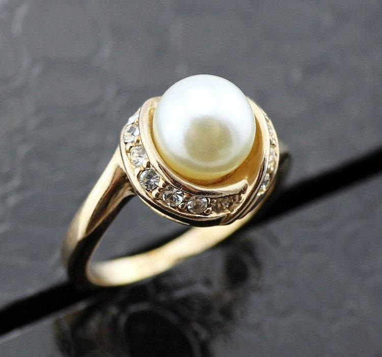 Очаровательное кольцо «Дорида» (бренд-ITALINA) с белым жемчугом, стразами Сваровски и позолотой купить. Цена 190 грн