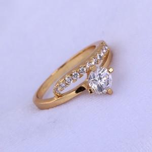 Женское тонкое кольцо с покрытием из жёлтого золота и бесцветными цирконами купить. Цена 140 грн
