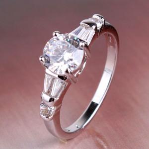 Скромное кольцо «Снежана» с платиновым напылением и швейцарскими цирконами купить. Цена 185 грн или 580 руб.