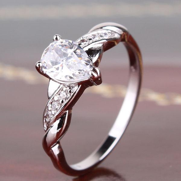 Серебристое кольцо «Фрейя» с швейцарским цирконом и платиновым напылением купить. Цена 185 грн