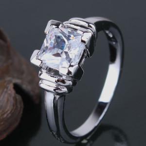 Простое кольцо «Корунд» с квадратным швейцарским цирконом и платиновым покрытием купить. Цена 185 грн