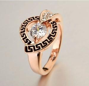 Античное кольцо «Деметра» (бренд-ITALINA) с камнями Сваровски, греческой дорожкой и позолотой фото. Купить