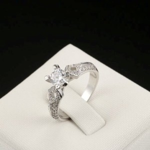 Богемное кольцо «Сандра» (бренд-ITALINA) с кристаллами Сваровски и родиевым напылением купить. Цена 175 грн
