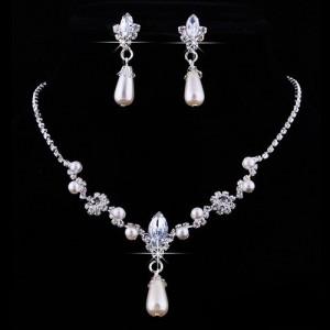 Жемчужный свадебный набор «Снегурочка» с серебристыми серьгами и ожерельем из страз фото. Купить