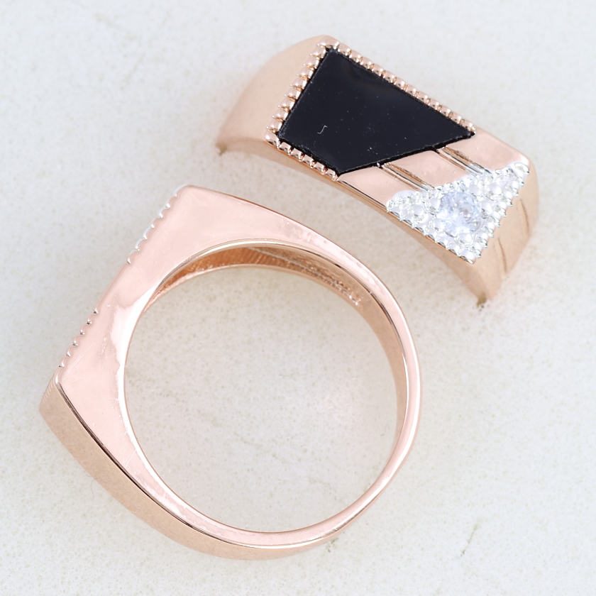 Благородный мужской перстень «Артур» с фианитами и золотым напылением купить. Цена 235 грн