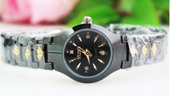 Чёрные женские часы «Yishi» с металлическим браслетом и вставками под золото купить. Цена 199 грн