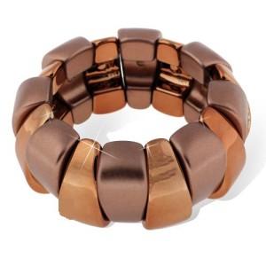 Шоколадно-коричневый браслет из акриловых звеньев на резинке фото. Купить