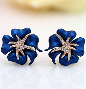 Элитные серьги «Царица» (бренд-Viennois) в виде цветка, покрытого синей эмалью, позолотой и Сваровски фото. Купить