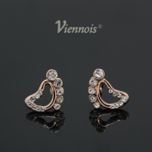 Прикольные серьги «Пяточки» (бренд-Viennois) с кристаллами Сваровски и золотым напылением купить. Цена 170 грн или 535 руб.