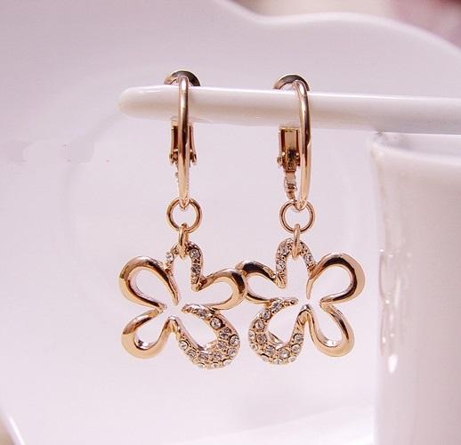Молодёжные серьги-цветочки «Милашка» (бренд-Viennois) с золотым напылением и камнями Swarovski купить. Цена 290 грн