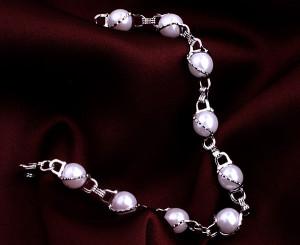 Свадебный браслет «Пенелопа» (бренд-ITALINA) из белого жемчуга в оправе с напылением из белого золота фото. Купить