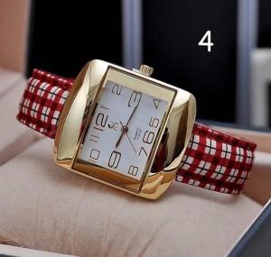 Квадратные часы с золотыми цифрами и красным клетчатым ремешком фото. Купить