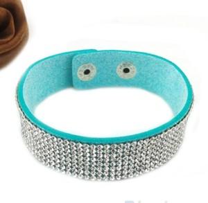 Плоский браслет «Алмазная лента» бирюзового цвета со стразами и застёжкой-кнопкой фото. Купить