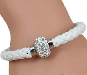 Плетёный белый браслет «Блеск» с бесцветными стразами на магнитной застёжке купить. Цена 45 грн или 145 руб.