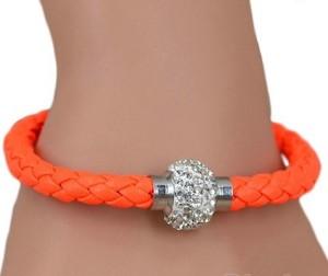 Оранжевый браслет «Блеск» плетёный из искусственной кожи со стразами и магнитной застёжкой купить. Цена 45 грн или 145 руб.