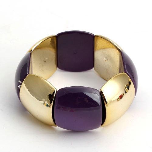 Пластиковый браслет «Летний» фиолетового цвета с золотистыми звеньями на резинке купить. Цена 170 грн