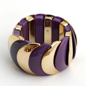 Фиолетовый браслет «Красочный» из пластика на резинке с золотыми звеньями купить. Цена 150 грн