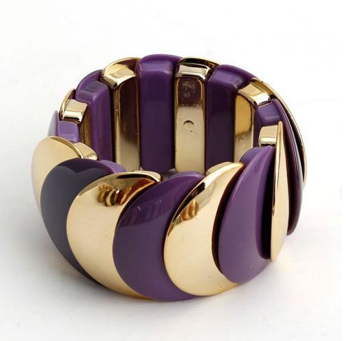 Фиолетовый браслет «Красочный» из пластика на резинке с золотыми звеньями купить. Цена 175 грн