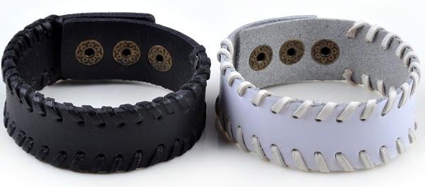 Обычные кожаные браслеты чёрного и белого цвета на застёжке-кнопке купить. Цена 115 грн