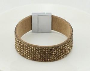 Модный браслет «Сакраменто» со стразами и металлической вставкой в виде застёжки на магните купить. Цена 135 грн или 425 руб.
