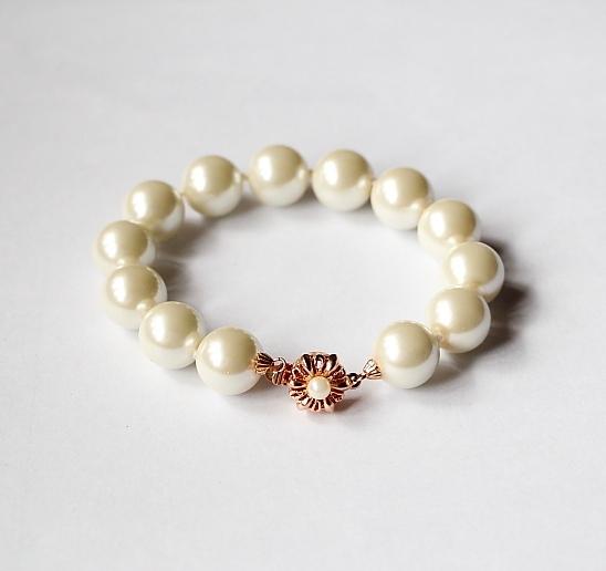 Жемчужный браслет «Сирена» из крупных белых бусин с позолоченной застёжкой купить. Цена 260 грн