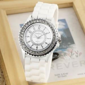 Женские часы «Geneva» белого цвета с силиконовым ремешком и стразами фото. Купить
