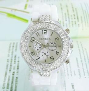 Современные наручные часы «Geneva» с белым силиконовым ремешком и стразами купить. Цена 235 грн