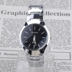 Мужские кварцевые часы «Wecin» с небольшим чёрным циферблатом и красивым браслетом фото. Купить