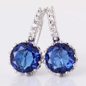 Популярные серьги «Нефела» с синим камнем круглой формы и платиновым покрытием фото. Купить