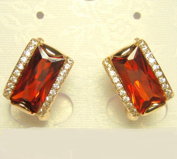 Прямоугольные серьги «Герцогиня» с крупным красным камнем и золотым покрытием купить. Цена 235 грн