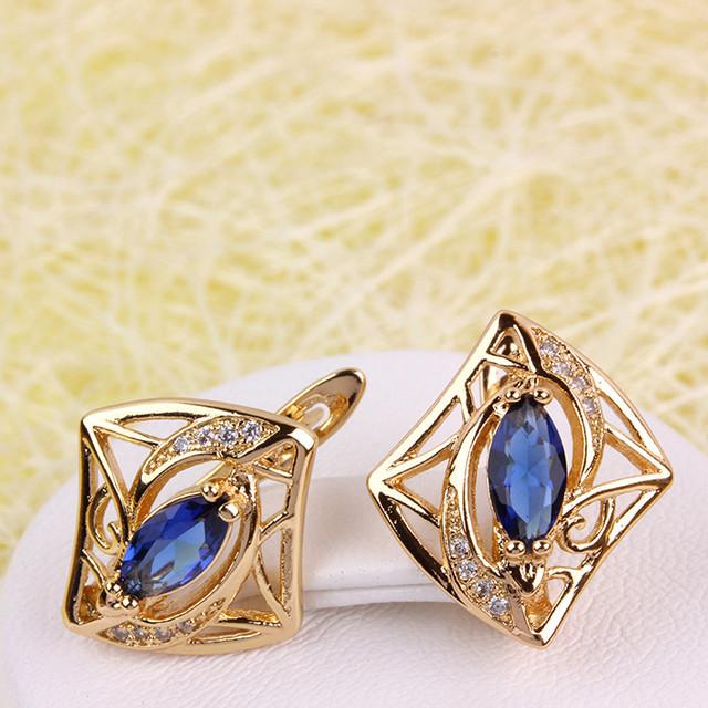 Современные серьги «Эмилия» в форме ромба с синим камнем фото. Купить