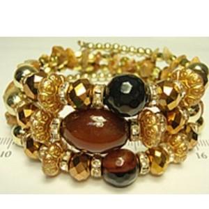 Нарядный браслет «Гвинея» янтарного цвета с разнообразными бусинами и камнями купить. Цена 155 грн