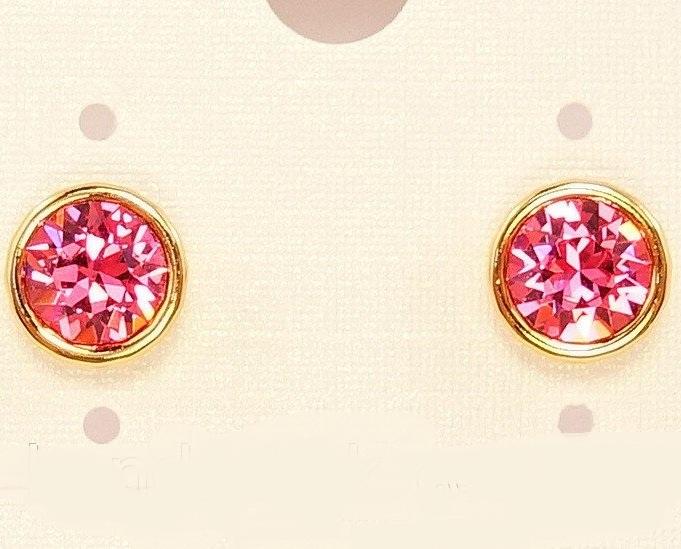 Розовые серьги-гвоздики с круглым фианитом и золотым покрытием купить. Цена 115 грн