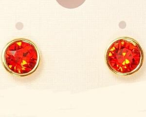 Скромные серьги-пуссеты с золотым напылением и красным камнем Сваровски фото. Купить