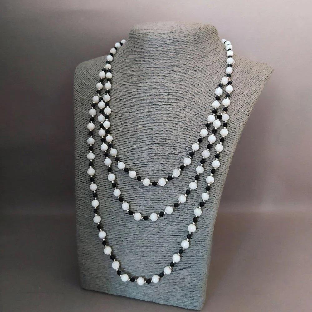 Красивые бусы «Перламутровая зебра» из чёрных и белых бусин в три ряда купить. Цена 199 грн
