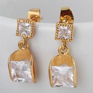 Аккуратные серьги-гвоздики с прозрачными квадратными цирконами и золотым напылением купить. Цена 155 грн или 485 руб.