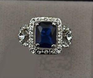 Эксклюзивное кольцо «Океан» (бренд-UMODE) с синим камнем Swarovski и напылением белым золотом купить. Цена 290 грн или 910 руб.