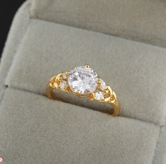 Небольшое кольцо с круглым фианитом и напылением арабским золотом купить. Цена 199 грн